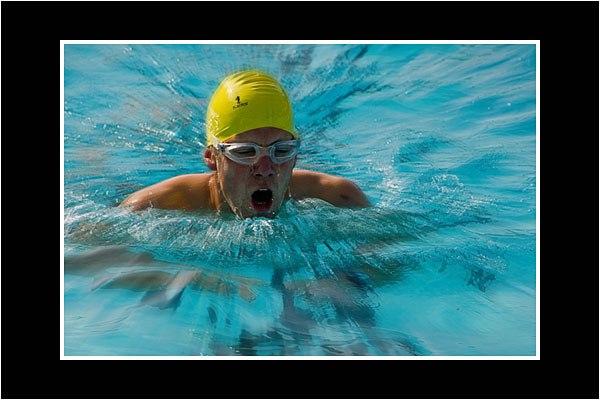 01 Triathlon Competitor